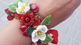 Цветочный браслет с кораллами
