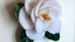 Брошь. Роза белая.