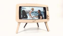 Phone stand ′Retro TV′ (light wood)