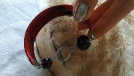 Кожаный красный браслет с гранатом ′Поцелуй′