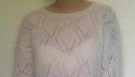 Белый свитер из мохера