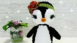 Пингвин с розой.