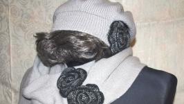 Комплект: Шарф и шапка серого цвета с цветами