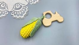 Деревянный прорезыватель-погремушка Трактор с кукурузой