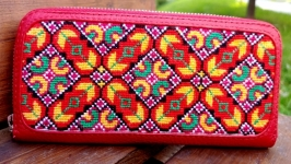 Women′s wallet, leather wallet, red wallet, embroidered wallet.