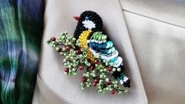Pretty European Eurasian Tit. Small Garden Bird Wildlife Brooch Pin Badge