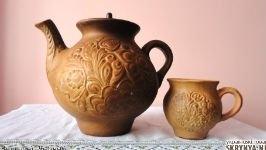 Глиняный кувшин и чашка