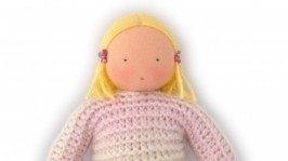 Вальдорфская кукла в вязаной одежде