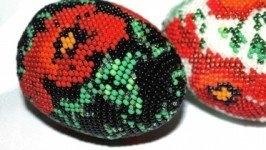 Великоднє бісерне яйце « Маки на чорному»