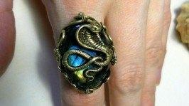 «Перстень Кобра-лабродарит»