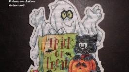 «Trick or treat» табличка на двері