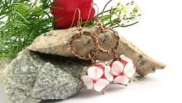 Серьги белые цветы на красном лемпворк