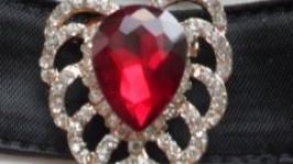 Чокер с красным камнем