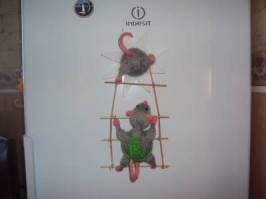 тут изображено «Мыши ворюги»