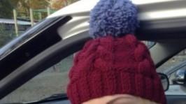 Вязаная шапка с косами и помпоном, снуд