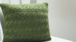 Вязаная подушка Зеленые косы