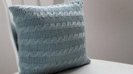 Вязаная подушка Кольчуга