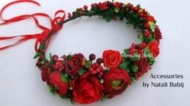 Вінок з червоними квітами
