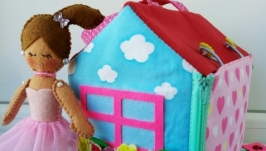 Кукольный домик и куколка для маленькой Принцессы.