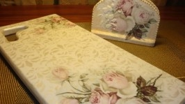 Комплект кухонная досочка и салфетница Ретро-розы