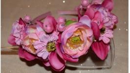 Обідок з квітами в рожевих тонах