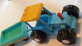 Игрушка трактор с прицепом из дерева