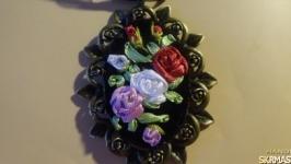 Кулон вышивка лентами Розы