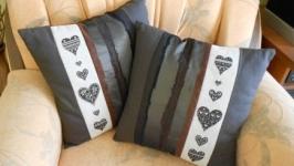 Подушка с ручной вышивкой