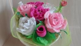 Корзинка квітів з цукерок (троянди)