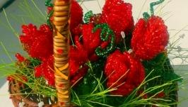 Корзинка з трояндами з бісеру