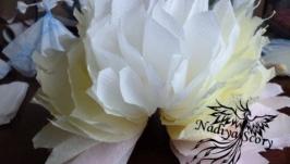 Пышный цветок или полушар из бумажных салфеток.