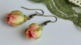 Сережки троянди
