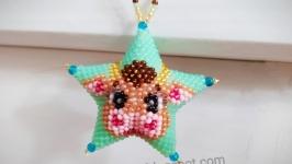 Сувенірна зірка з бісеру ′Леді корова′