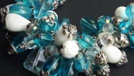 Голубое белое ожерелье Море
