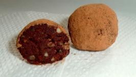 Шоколадно-апельсиновий трюфель з горіхами