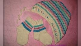 Комплект шапочка и носочки для новорожденного ′Ангелочек′ вязаный спицами