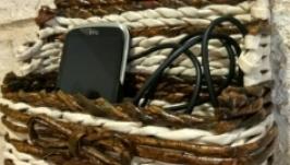 Плетеная корзинка для мобильных