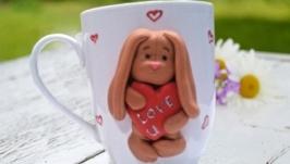 Чашка с декором из полимерной глины Влюбленный зая