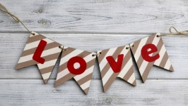 Гірлянда ′Love′