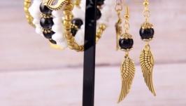 Золотые серьги с чёрным агатом и подвесками в виде крыльев