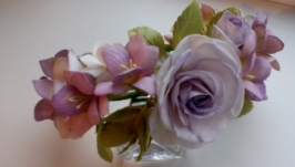 Венок Розы и фрезия в фиолетовом цвете