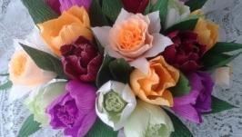 Композиция из цветов с конфетами ′Яркая весна′