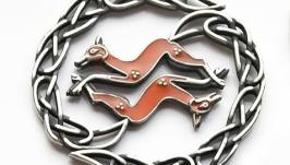 Кулон в кельтском стиле ′Лисы′ из латуни или нейзильбера с эмалью