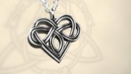 Кулон ′Кельтское сердце′. Знак полиамории в виде кельтского орнамента.