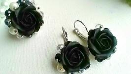 Комплект с черными розами