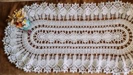 Біла овальна серветка або скатертина в′язана гачком