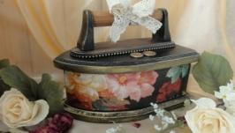 Шкатулка-утюг для швейных принадлежностей