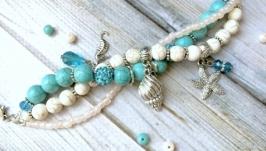 Летний яркий голубой браслет в морском стиле с подвесками и бирюзой