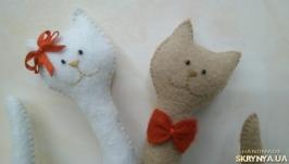 Парочка изящных котов из фетра
