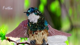 Брошь из бисера и пайеток ′Колибри′ - Оливковый колибри